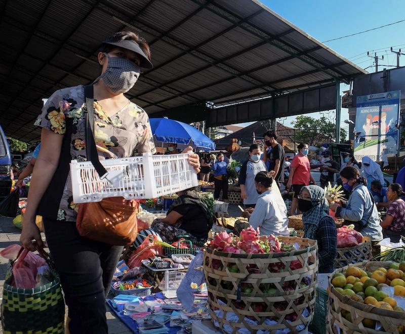 market vendors masks