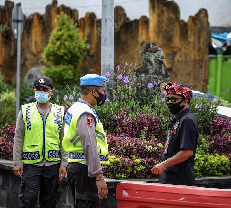 police officers investigation