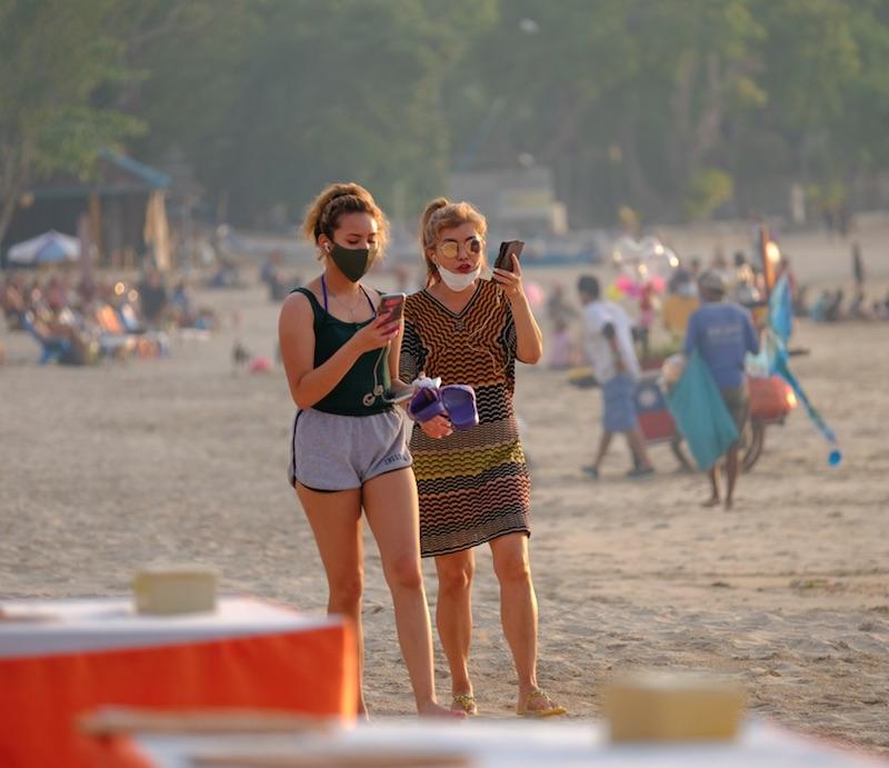 tourists beach masks