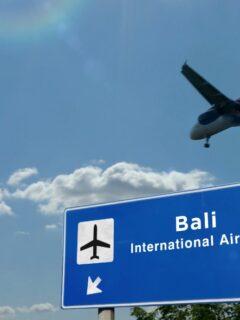 An Airbus A320 from Batik Air has crashed into a jet bridge after landing at the Bali Ngurah Rai Airport on Saturday morning (22/5).
