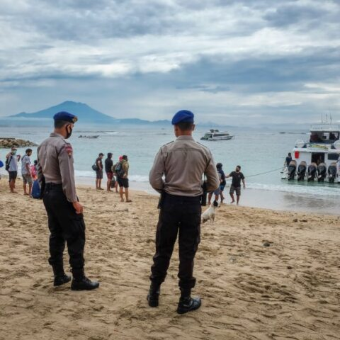 Bali Police have caught a boat that attempted to transport people to Java during the recent international travel ban.