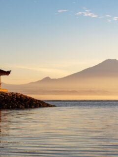 A 34-year-old man with initials (KS) from Karangasem has been evacuated by Bali authorities after attempting to end his life on Sanur Beach.