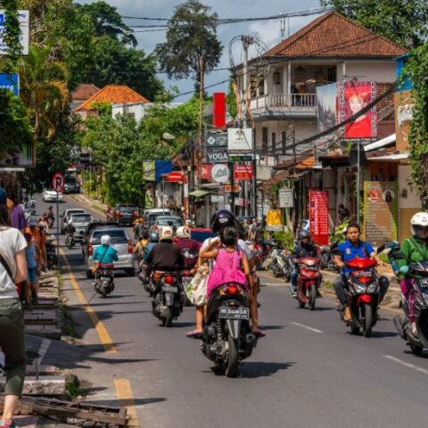 A 36-year-old man named Trisno Basuki (Tedi) from Mojokerto, East Java has been arrested by Bali police officers after snatching an iPhone from a German national in the Kuta area.