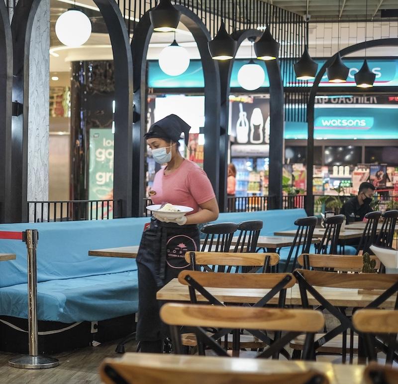 mask waitress restaurant