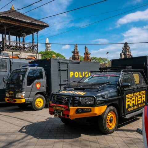 Judges of the Denpasar Courthouse have sentenced 5 men who attempted to smuggle narcotics into Bali with 13 years of imprisonment.