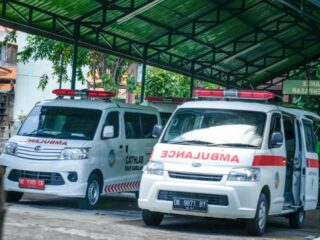 An 18-year-old student has died after colliding with a truck during a motorbike convoy to celebrate his graduation from high school in Klungkung.