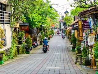 A 45-year-old man from Bandung, West Java has been arrested by police after being mobbed for stealing two bottles of shampoo from a minimarket in Jimbaran.