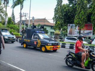 A 19-year-old man has bitten a police officer's hand before getting arrested for stealing in several different areas in Bali.