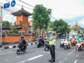 Two Turkish nationals have finally been detained by the Bali Police Office after attempting to resist arrest at a petrol station in Denpasar.