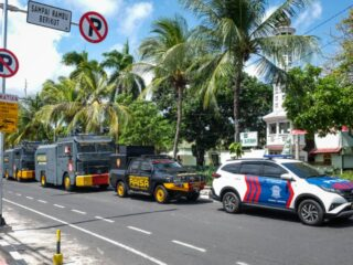 After previously refusing to implement the emergency partial lockdown that was instructed by the President, Bali provincial government finally agreed to impose the policy on the island.