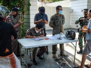Authorities from the Immigration Office have deported three foreign nationals who have been caught for violating prevention protocols during emergency partial lockdown in Bali.