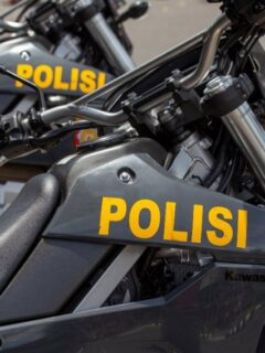A 27-year-old man named Bayung Oktaviani from Lumajang, East Java has been arrested after stealing a motorbike from a Russian national on Tuesday (13/7).