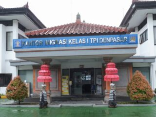 Officials from the Denpasar Class I Immigration Office have deported a family of three back to Russia for overstaying in Bali.