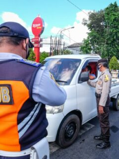 A 32-year-old man named I Gede Mindra has been arrested by police after stealing jewelry from his neighbor in Klungkung and spending the cash on gambling.