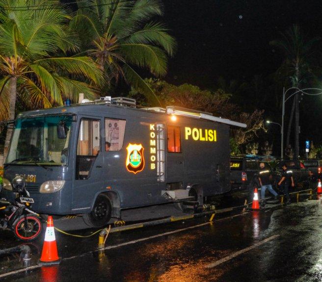bali-police-at-night