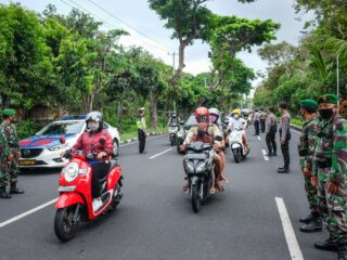 A fight between Bali military officers and civilians broke out in Sidatapa village, Buleleng on Monday morning (23/8).