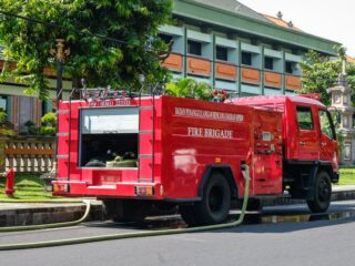 A law firm office in Denpasar was terrorized with firebombs on Thursday around midnight (16/9).