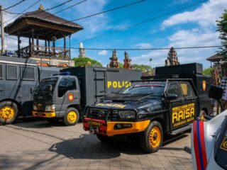 Three air conditioning theft specialists have been arrested by the police while attempting to flee from Bali.