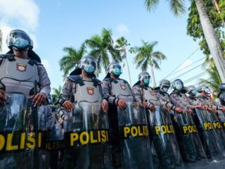 Authorities of Gianyar Prison have warned inmates to avoid attempting to bribe the officers in order to smuggle cell phones and drugs inside the prison.