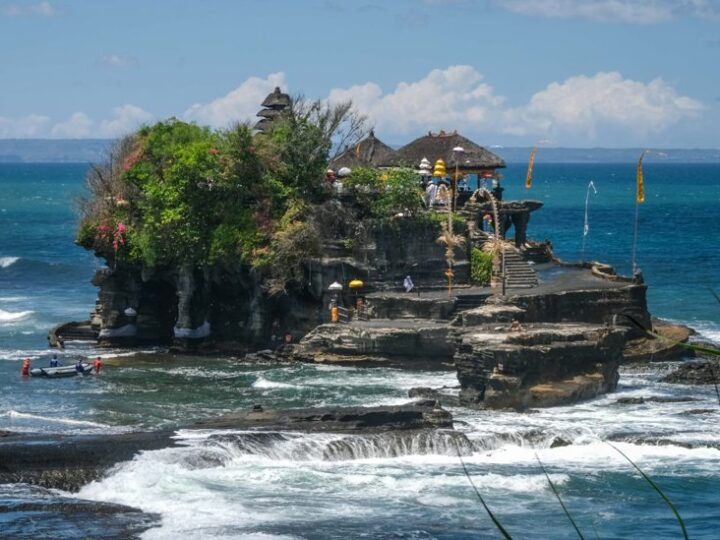 e majority of local vendors inside the Tanah Lot Temple area chose to remain closed despite the reopening of tourist attractions for domestic visitors.
